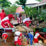 Bakti Sosial Polres Boalemo : Bersama Warga Membersihkan Sampah Tertinggal Akibat Banjir