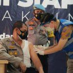 Kapolres Bone Bolango Disuntik Vaksin perdana di kabupaten Bone Bolango