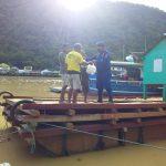 Manfaatkan Bulan Suci Ramadhan, Polair Polda Gorontalo Bagikan Takjil Bagi Nelayan dan Warga Pesisir Pantai
